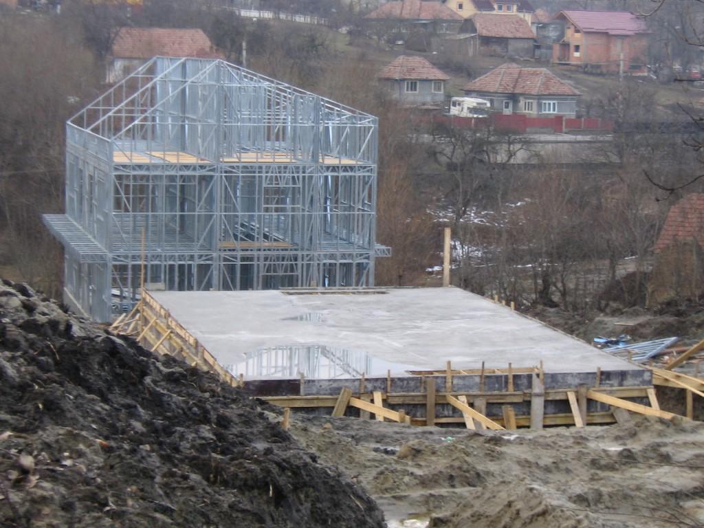 case pe structura metalica Feleacul